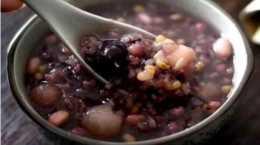 天氣漸漸地熱了,煮一碗綠豆粥,八寶粥,解暑又解渴。