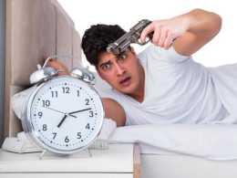"""特""""困""""青年:被失眠纏上的1.3億打工人,你的午睡及格了嗎?"""