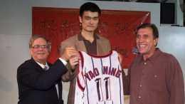 當年選秀大會,宣佈姚明成為狀元后,為何現場會發出陣陣噓聲?