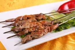 不知道怎麼醃製羊肉串,教你一招,鹹香美味超好吃,讓人饞涎欲滴