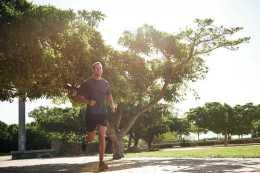 跑步屬於有氧運動,可消耗掉體內多餘的脂肪,需要堅持才會有效果