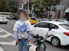 少年用零花錢買酷炫摩托車 未滿18歲無牌無證被江北交巡警查獲